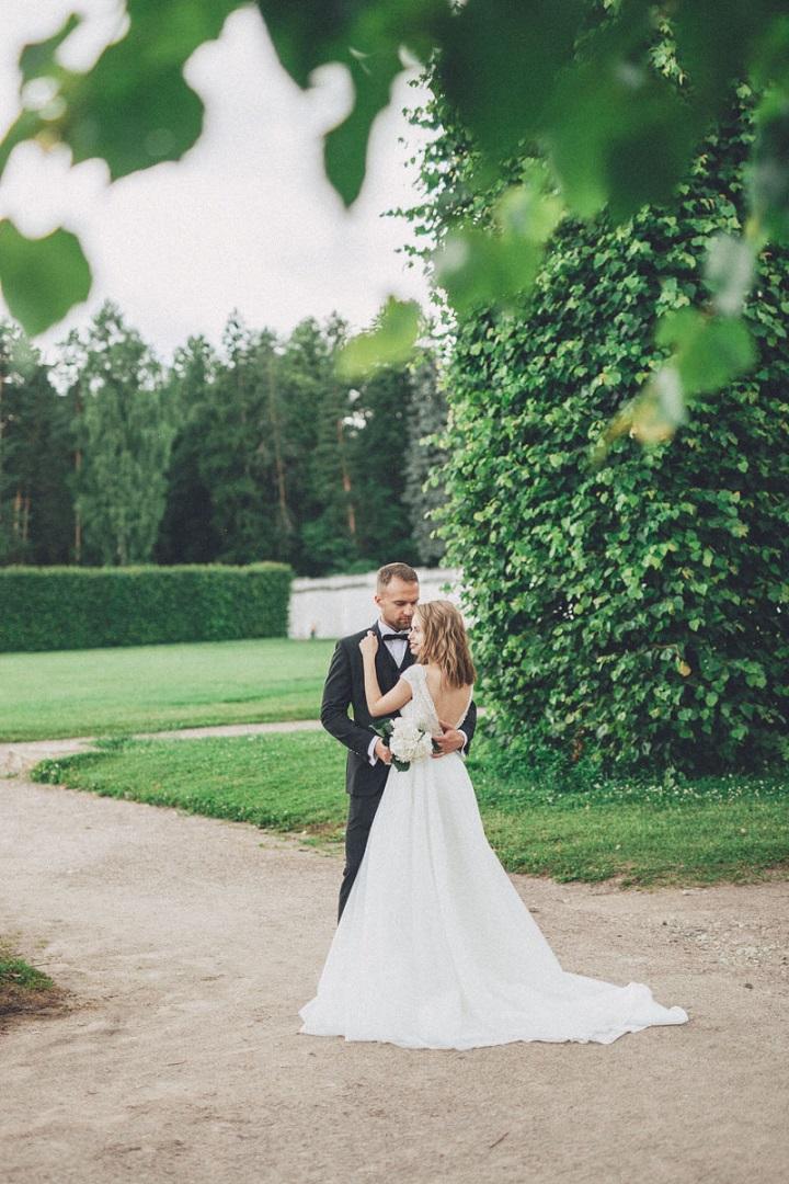 Classic, elegant and timeless wedding photoshoot #wedding #timeless #weddingideas #weddingphoto