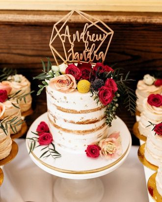 wedding cake with roses decoration,wedding cakes,wedding cake photos,wedding cake with flowers,beautiful floral wedding cakes
