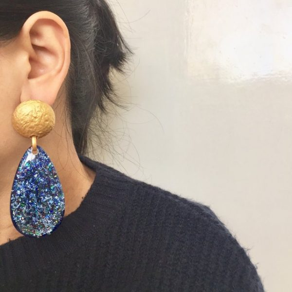 Shimmering blue earrings,
