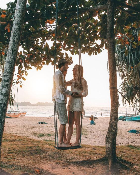 Engagement photo idea - Adorable engagement photo shoot   fabmood.com #engagementphoto #engaged #engagement #ido #couple #engagementphoto #engagementthemes #engagementsession #coupleportraits
