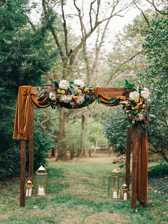 Beautiful wedding arch - Rustic wedding ceremony decoration