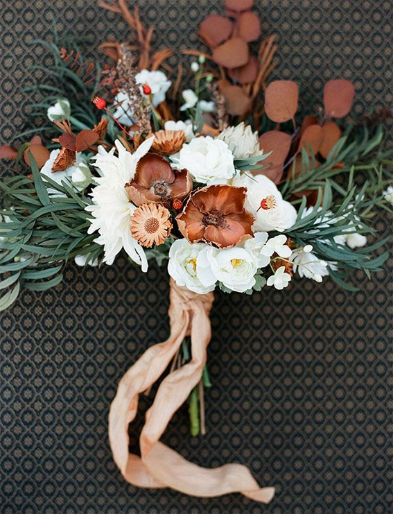 7 The perfect fall wedding bouquets , rustic fall wedding bouquets, Moody autumn wedding bouquets #weddingbouquet #autumn #fallwedding