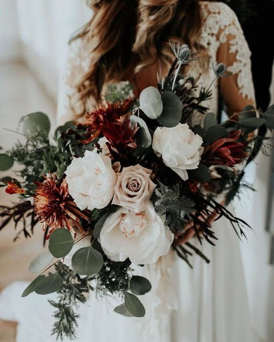 The perfect autumn bouquet - neutral flowers with burgundy and copper accents #weddingbouquet #fallwedding
