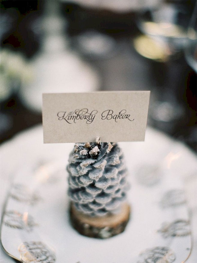 Pine cone escort card perfect for winter wedding #winter wedding