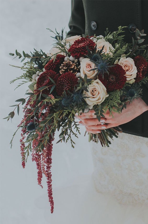 Wedding Bouquet with burgundy details #burgundy #bouquet