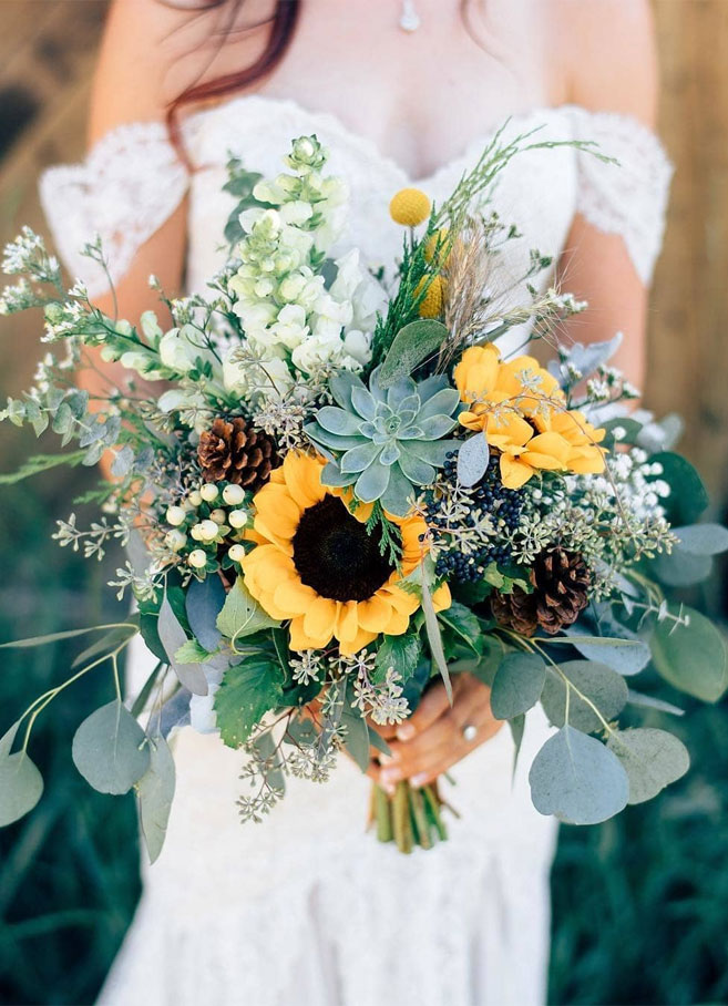 Stunning sunflowers and pine cones wedding bouquet - autumn bouquet #bouquet