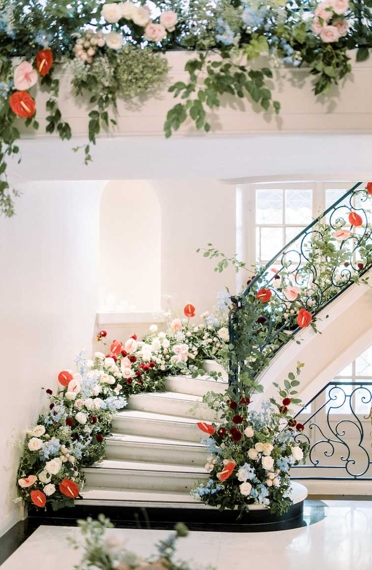 12 Fabulous ways how to decorate a staircase with flowers ,staircase draping #weddingdecor #weddingstaircase #weddingdecorations #romanticwedding