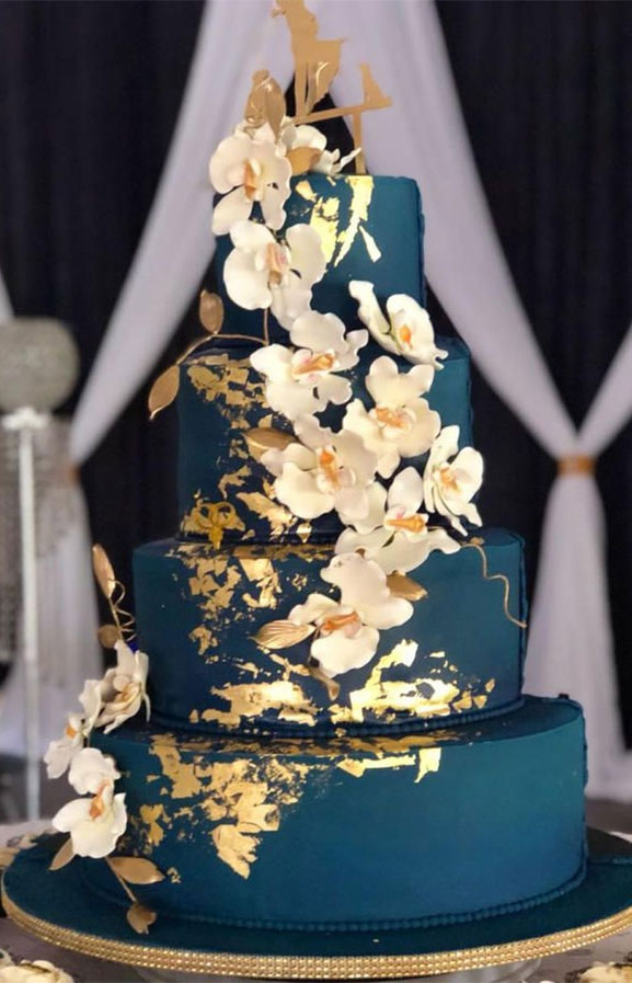 Blue and gold wedding cake - 10 The prettiest floral wedding cakes for any season #weddingcake