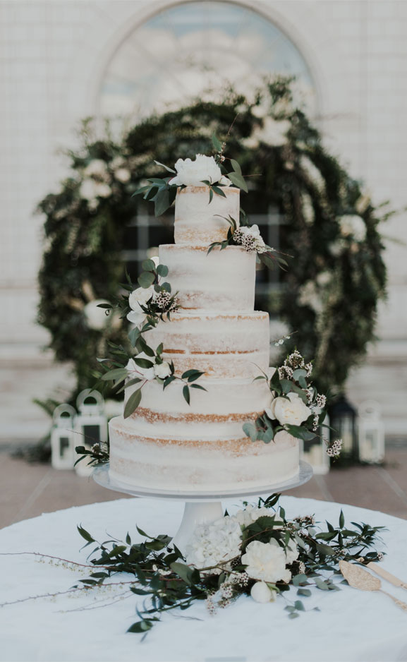Lightly frosted - The prettiest floral wedding cakes for any season #weddingcake
