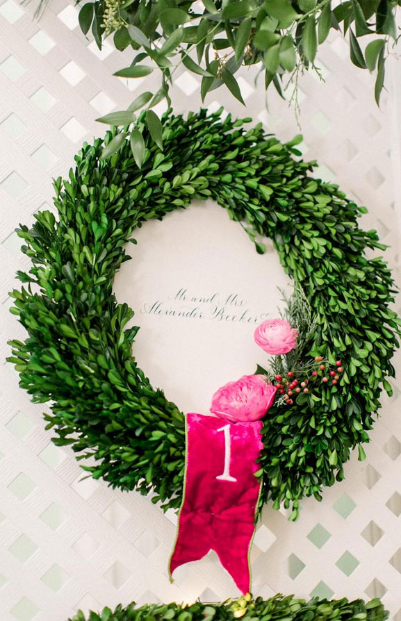 Green wreath with pink details #wedding #weddingdecor #winterwedding