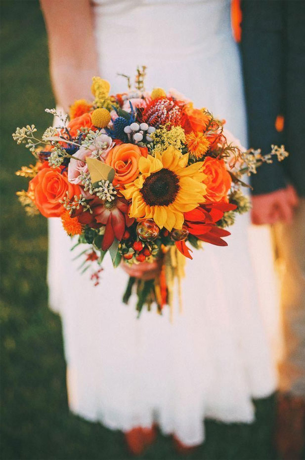 11 Fall wedding bouquets + 3 Beautiful Fall Color Palettes { Pantone Inspired }