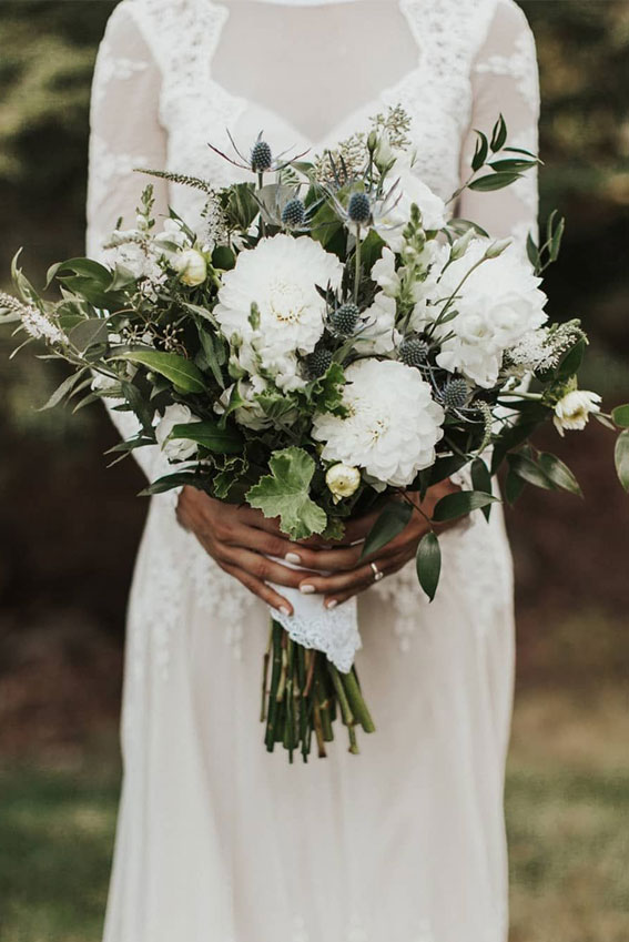 Pretty green and white wedding bouquet - winter wedding #bouquet #wedding