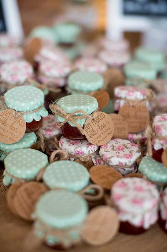 Autumn wedding favor ideas - Homemade jam wedding favor #autumn #wedding
