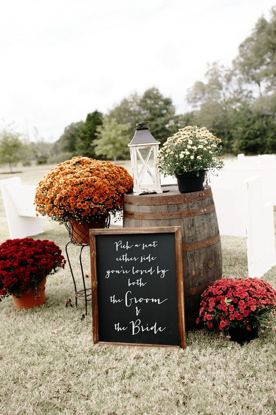 Simple outdoor wedding decoration with colorful fall flowers #weddingdecor #autumnwedidng #rusticwedding