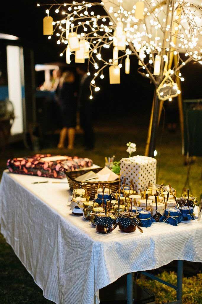 wedding favor table displays, diy wedding decoration ideas, diy wedding decorations, diy wedding ideas