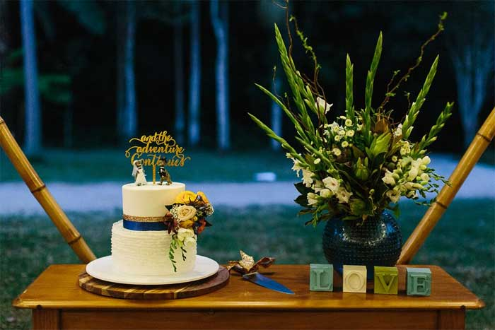simple wedding cake table display