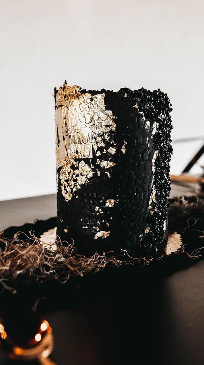 black and gold wedding cake, single tier wedding cake #blackweddingcake