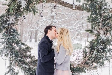 outdoor winter wedding , winter wedding ceremony , winter wedding photos