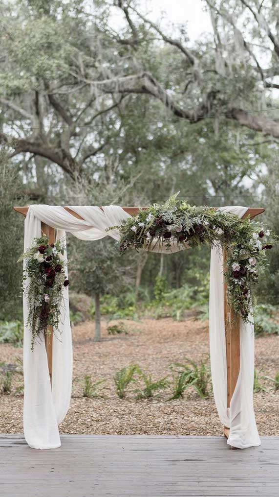 8 Stunning greenery wedding arches and Wedding Altar decorations