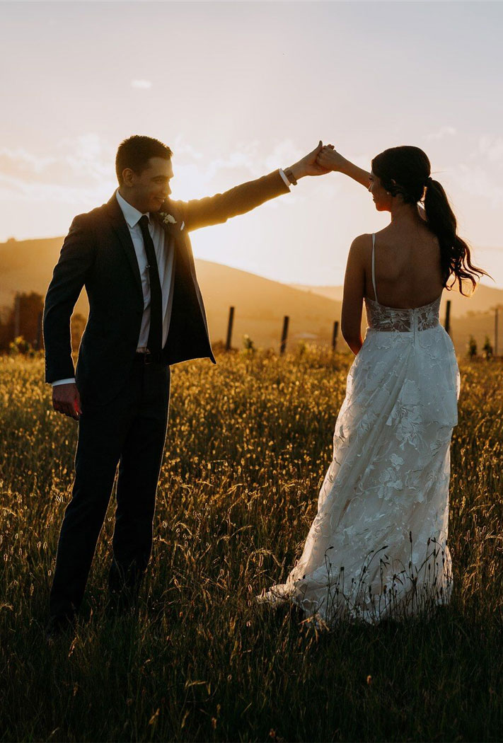 wedding golden hour, golden hour wedding photo, romantic bride and groom portraits , romantic wedding portraits , sunset wedding photos, beautiful captured bride and groom sunset, sunset wedding photos, bride and groom wedding photos