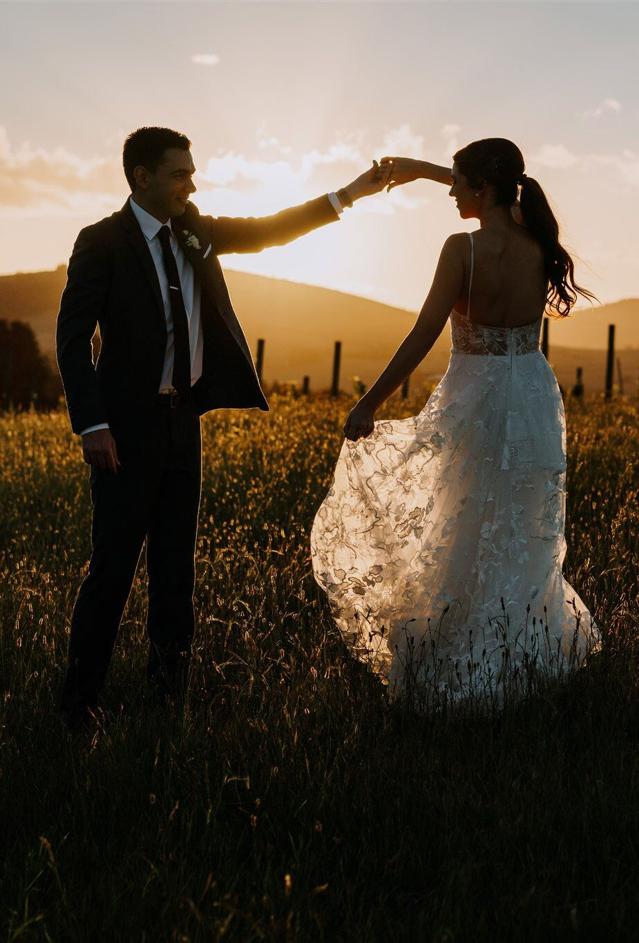 dance under sunset, romantic bride and groom portraits , romantic wedding portraits , sunset wedding photos, beautiful captured bride and groom sunset, sunset wedding photos, bride and groom wedding photos