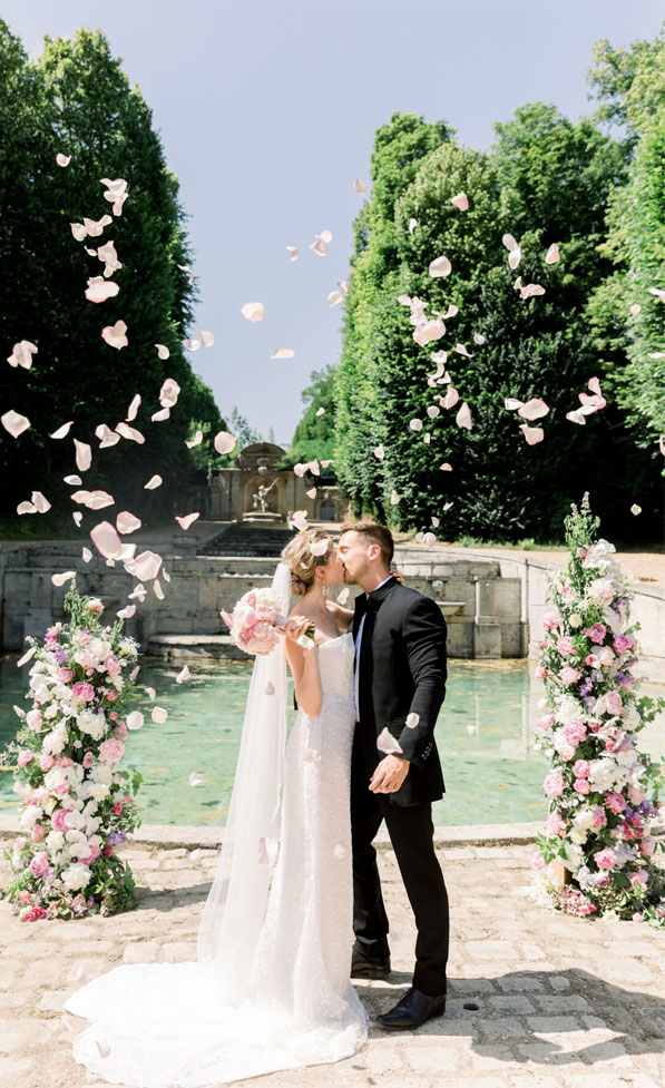 dreamy french chateau wedding, outdoor wedding ceremony , french chateau wedding, wedding ceremony decors