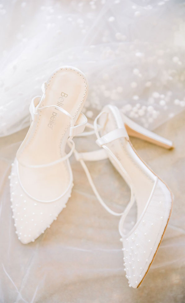 white wedding shoes, white pumpls, lace wedding shoes, lace wedding heels #weddingshoes