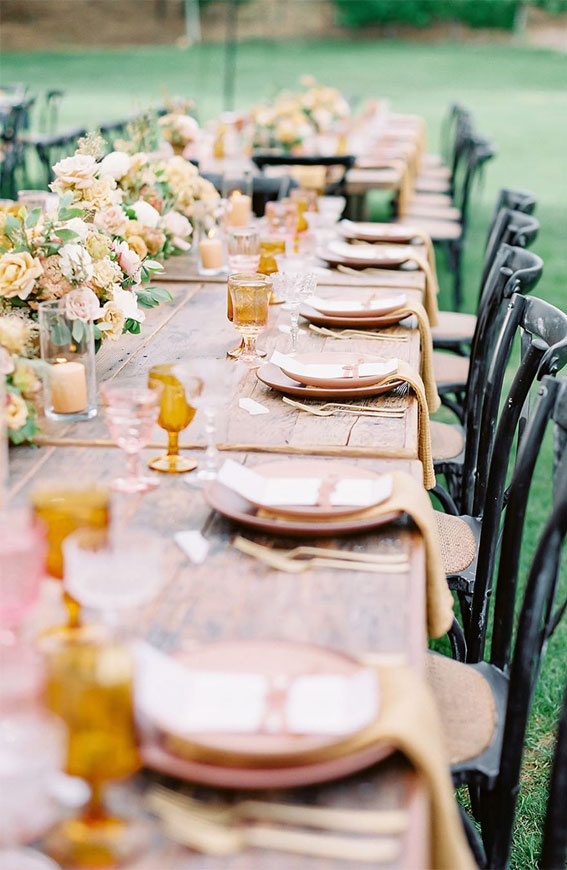Pretty Ways to Dress Up Your Wedding Reception Tables