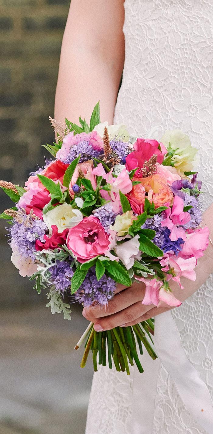 summer wedding bouquet, summer bridal bouquet, colorful bridal bouquet, london wedding , mayfair wedding , summer wedding , summer wedding in london, church wedding , july wedding