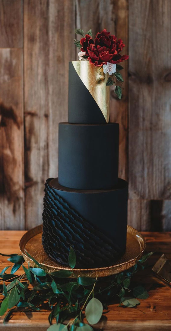 10 The Most Beautiful Black Wedding Cakes { Ultra Chic & unexpectedly classy }