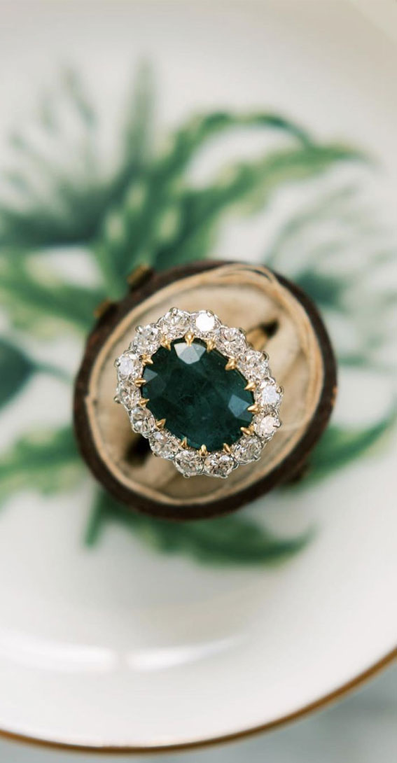 Cluster engagement ring ideas that amazing in every way