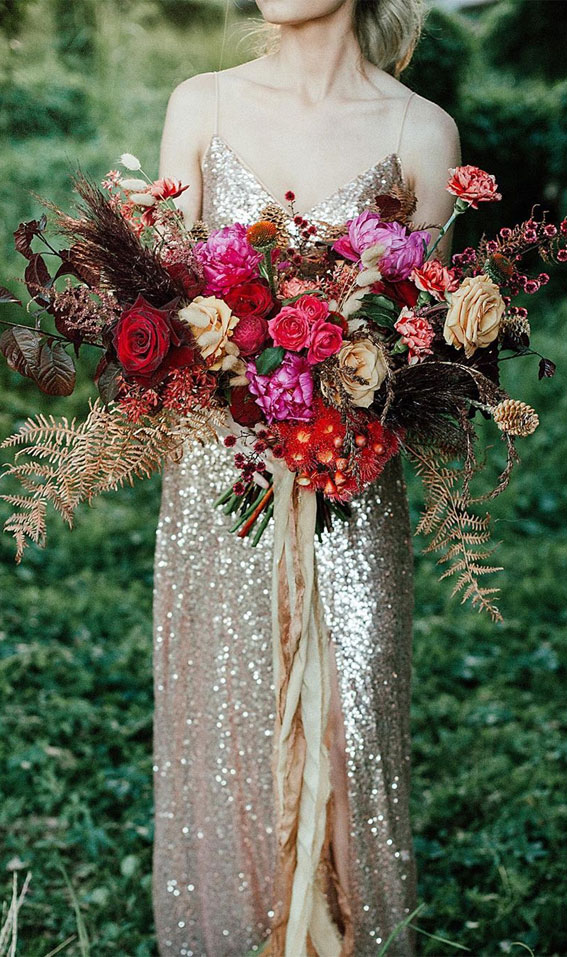 Fall Wedding Bouquet Ideas That'll Highlight Your Fall Wedding