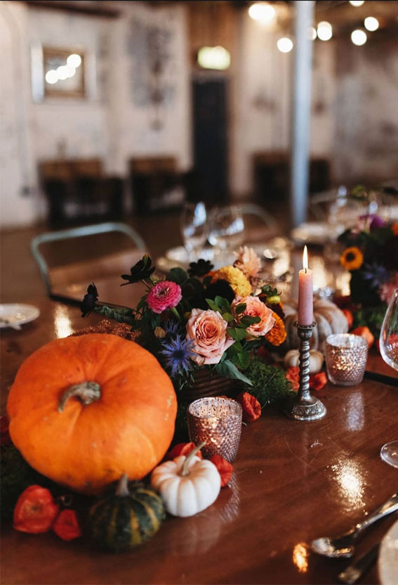 Pretty Ways to Dress Up Your Wedding Reception Tables : fall table