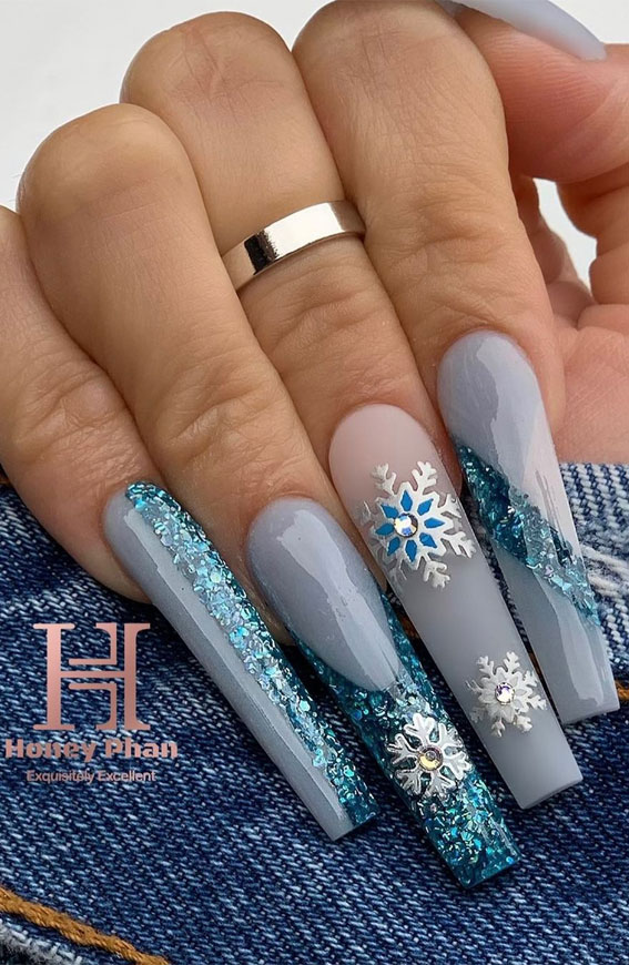 16 Cute Christmas Nail Designs 2020 : Holiday Nail Art Ideas