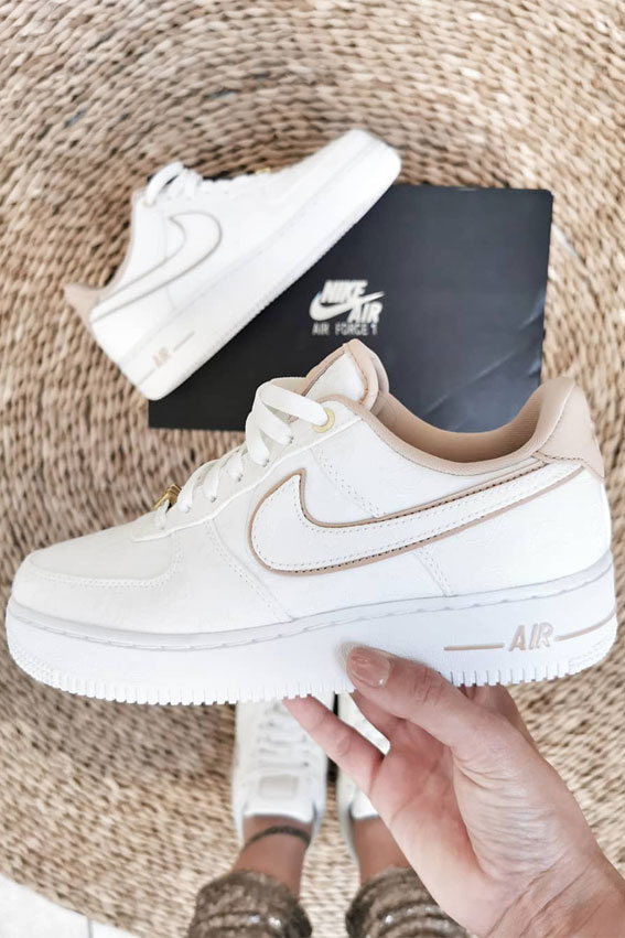 sneakers ideas, sneakers outfit ideas for ladies, outfits with sneakers for ladies, sneaker trends 2021, nike sneakers, white sneakers, sneakers for girls, sneakers outfits 2021, sneaker trends 2021, sneaker trends 2020 women's, trainer trends 2021, best sneakers 2021, trending sneakers, sneakers style