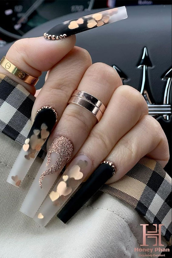 black and gold valentine's day nails, black and gold long nails, mix and match valentines nails 2021