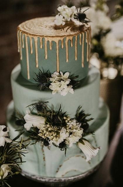 icing drip sage green wedding cake, sage green wedding cake, wedding cake #weddingcake #sage #green