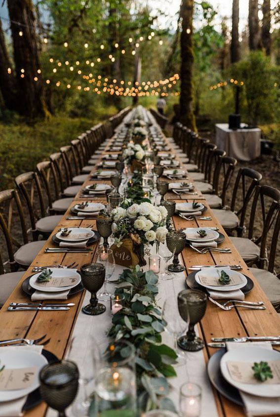 woodland wedding table, green wedding table, black and green wedding table, bohemian wedding table decor #weddingtable #rusticwedding