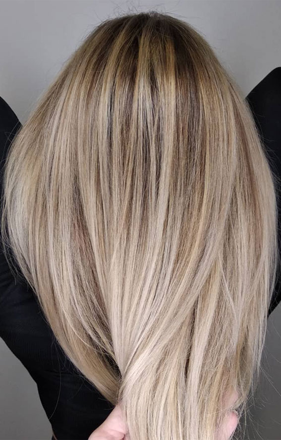 blonde with shadow root and lowlights, blonde root smudge, blend dark roots with blonde hair, blonde hair with shadow root and lowlights, shadow root blonde, dark roots blonde hair, blonde hair dark roots trend, shadow root blonde balayage