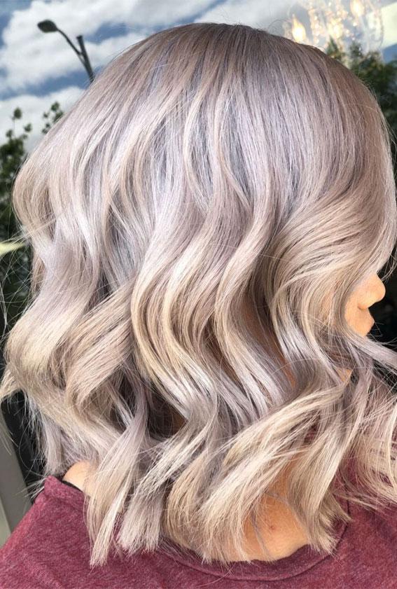lob plave frizure 2021, pješčano plava boja za kosu, dugo slojevito pješčana plava kosa, ljetna plava kosa, duge plave frizure 2021, prirodna pješčano plava kosa, duge plave frizure, duga ravna plava kosa, srednje duga plava kosa, svijetle ideje o pješčano plavoj kosi