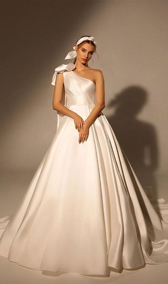 elegantna vjenčanica, vjenčanica na jedno rame, jednostavna vjenčanica, klasične vjenčanice, klasična vjenčanica